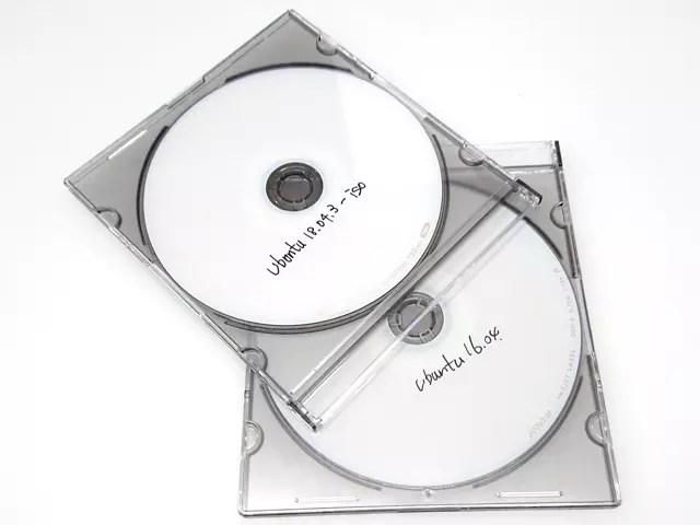 無駄に作ったインストールディスク。USBもありました。
