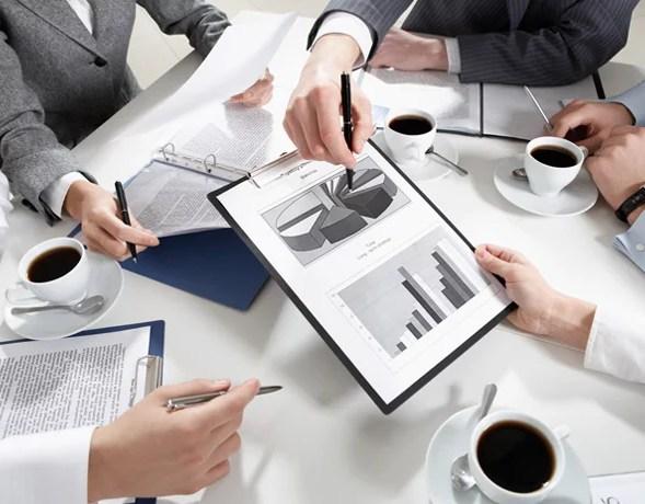doanh nghiệp có thể nhờ sự hỗ trợ từ các chuyên gia tư vấn chiến lược để tham khảo những đường lối đúng đắn phù hợp