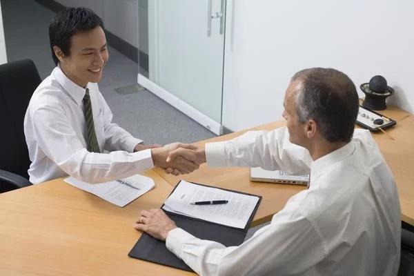 Hỏi về công ty và phòng ban khi phỏng vấn xin việc