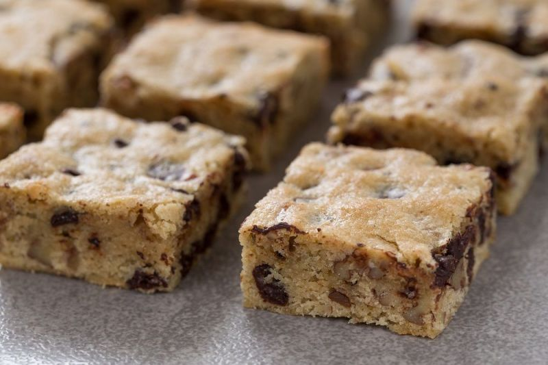 Chocolate Chips Blondies with Coffee and Pecans