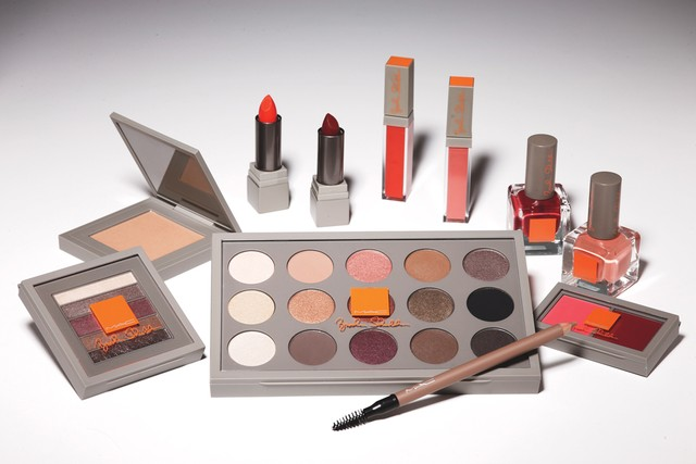 brooke-shields-MAC-cosmetics-ICON-collection-