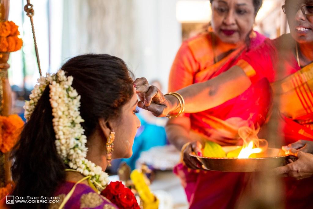 Satya-Priyya-Indian-Hindu-Wedding-Kuala-Lumpur-Malayisa-Singapore-Glasshouse-Sim-Darby-Convention-Center-St-Regis-Ceremony-ROM-Sangget-Nalangu-Ooi-Eric-Studio-20