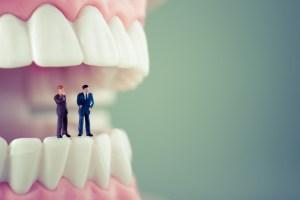 骨格が影響していた!日本人に八重歯が多い理由