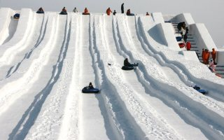 さっぽろ雪まつり2017「つどーむ会場」滑り台