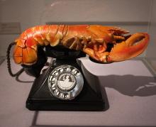 https://commons.wikimedia.org/wiki/File:Lobster-Phone_(4479669148).jpg