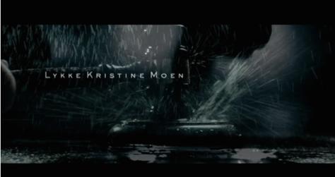LYKKE: En våt dommerklubbe. Det er fordi det er i Bergen. Hvor det regner. Inni rettssalene.