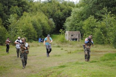 Group of airsofters advancing