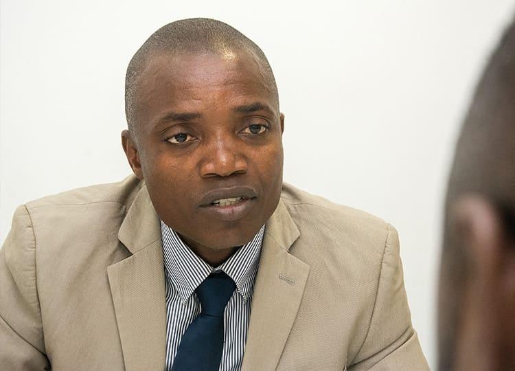 Não é o momento certo para injeccção da nova família do Kwanza, diz fiscalista