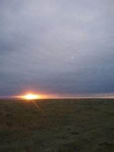 zonsondergang onder wolken