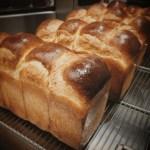 本日は、食パン