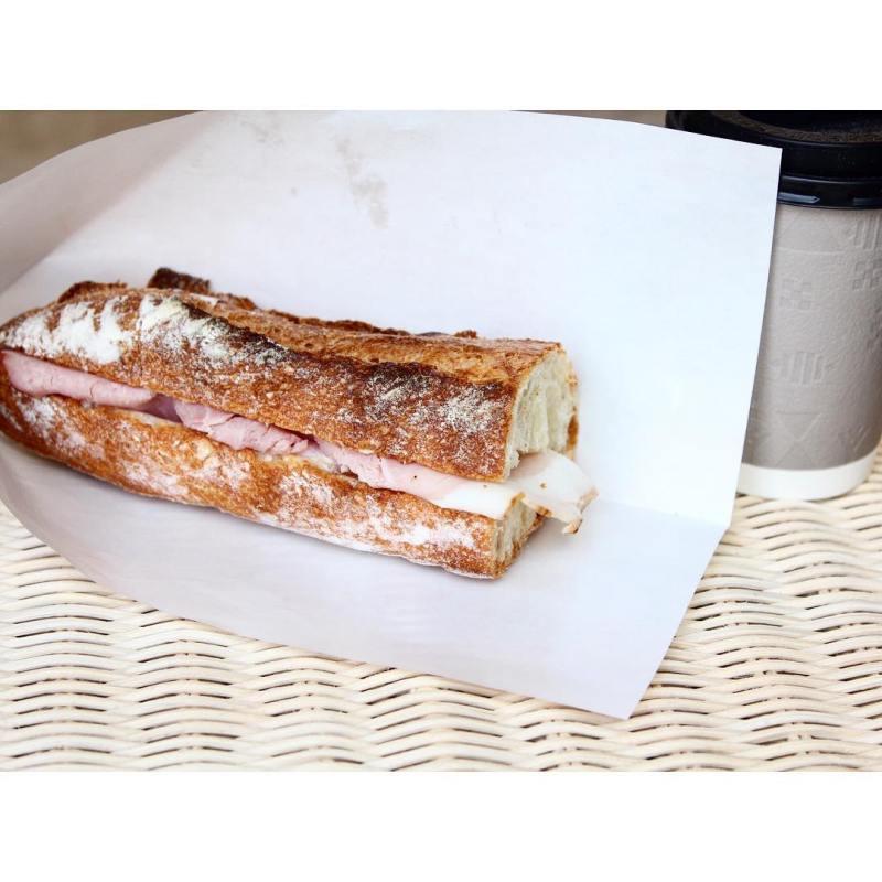 ランチタイムは、パテ・ド・カンパーニュバゲットサンドイッチ・生ハムのカスクート | OPAN オパン|東京 笹塚のパン屋