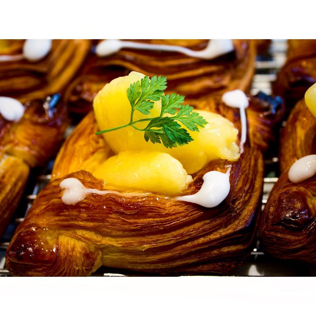 オパンの桃のデニッシュ   OPAN オパン 東京 笹塚のパン屋