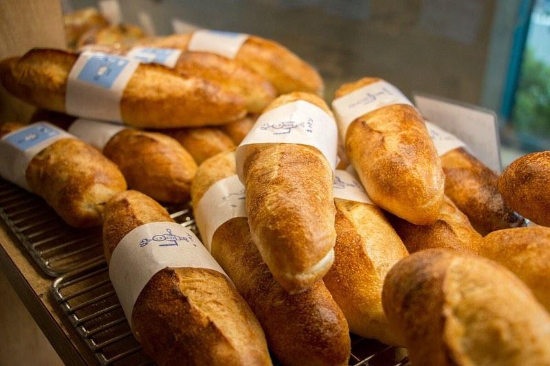 ミルクフランス他、豊富なパンを焼き上げていっております(2020.07.11)
