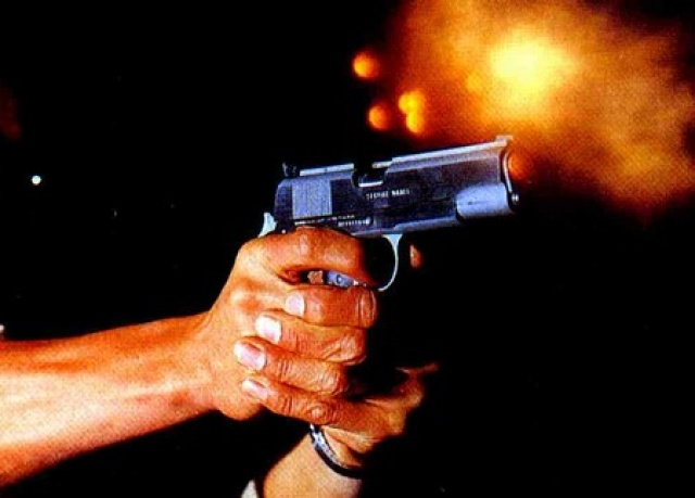 Resultado de imagem para mão com arma de fogo