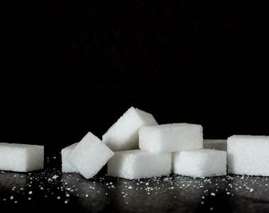 Sucre blanc, expression casser du sucre sur le dos de quelqu'un