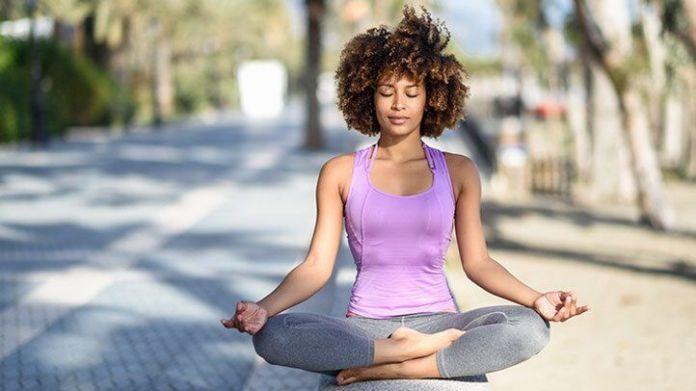 Sukhasana - para aliviar o estresse - posição yoga