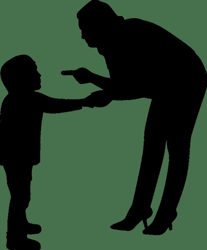 Criança levando bronca