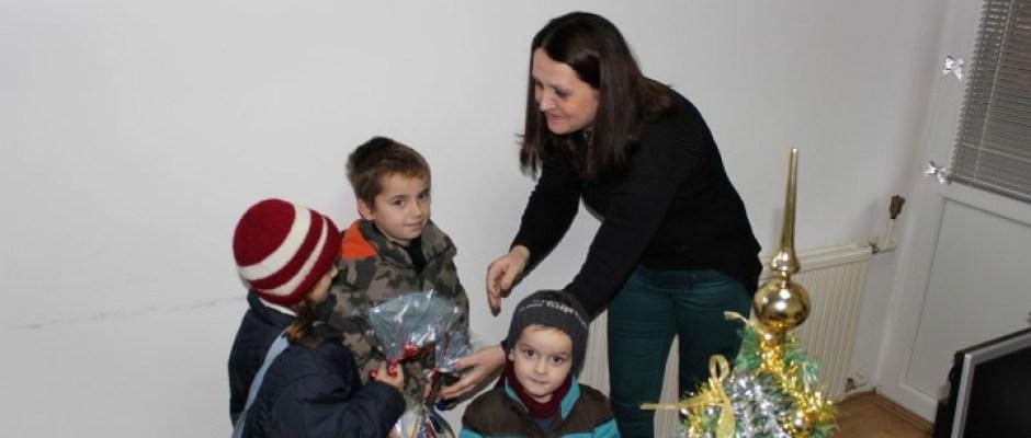 Umjesto vatrometa paketići za djecu iz socijalno ugroženih porodica