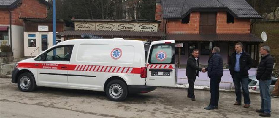 Dom zdravlja Bosanska Krupa od danas bogatiji za novo sanitetsko vozilo
