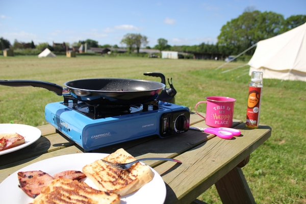Cooking outside with a gas hob