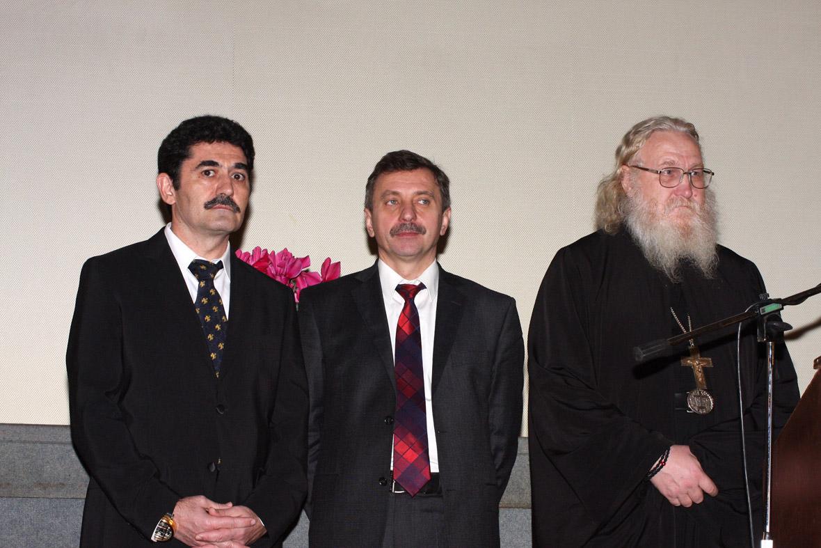 IMG_524 XL-ROSSOS KOSMONAUTIS-HGOUMENOS KYPRIANOS