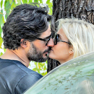 LOCKING LIPS:JOE MANGANIELLO AND HIS NEW GIRLFRIEND