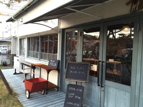 食堂カフェいちしな 玄関