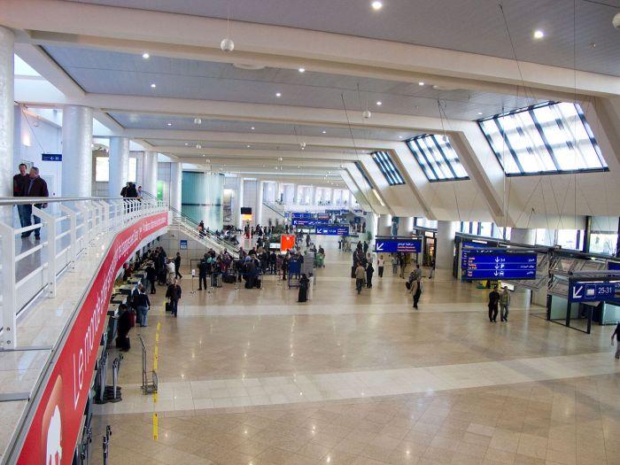 1280px-Aeroport_Houari_Boumediene_IMG_1374.jpg