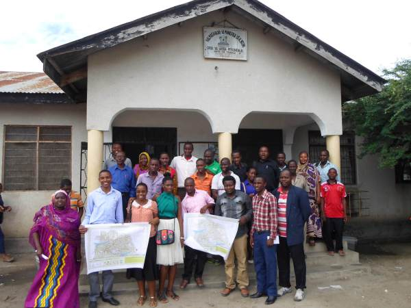 Presentation of the maps in Tandale, May 2015