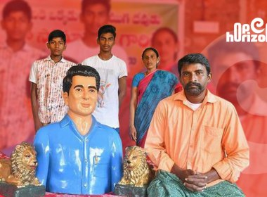 Andhra-worker-putting-up-a-statue-to-sonu-sood