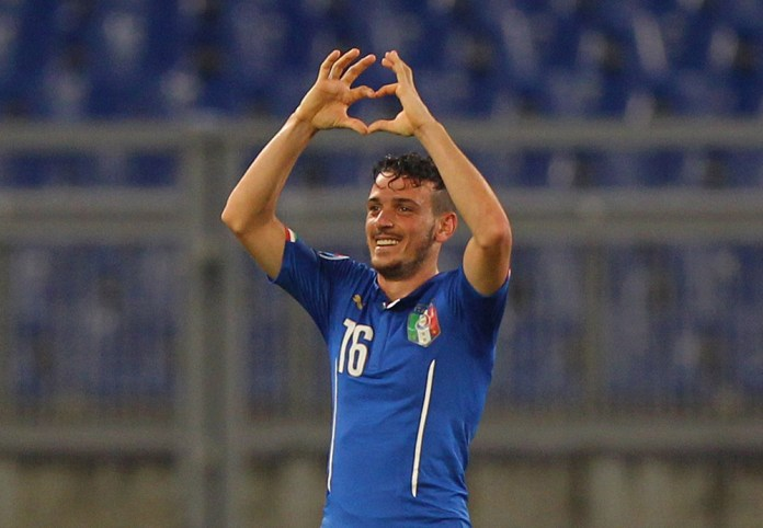 ROME, ITALY - OCTOBER 13: Alessanrdo Florenzi of Italy celebrates after scoring the team's first goal during the UEFA EURO 2016 Group H Qualifier match between Italy and Norway at Stadio Olimpico on October 13, 2015 in Rome, Italy. (Photo by Paolo Bruno/Getty Images)