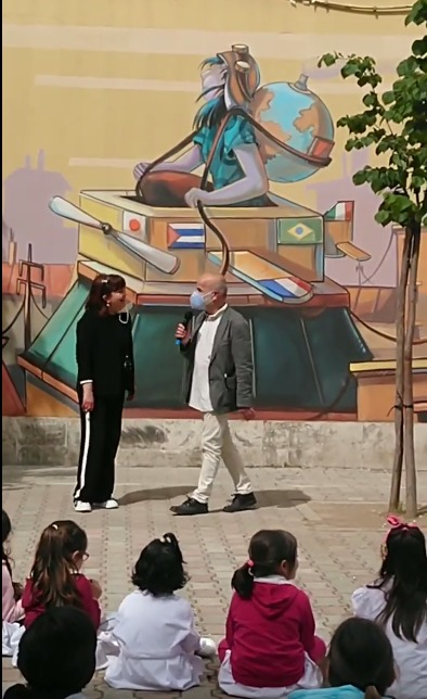 """Murales e parole a Roma. Crescere """"viaggiando"""" a scuola"""
