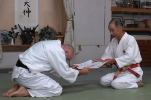 Sensei Colin Niland receiving teaching certificate from Washizu Sensei