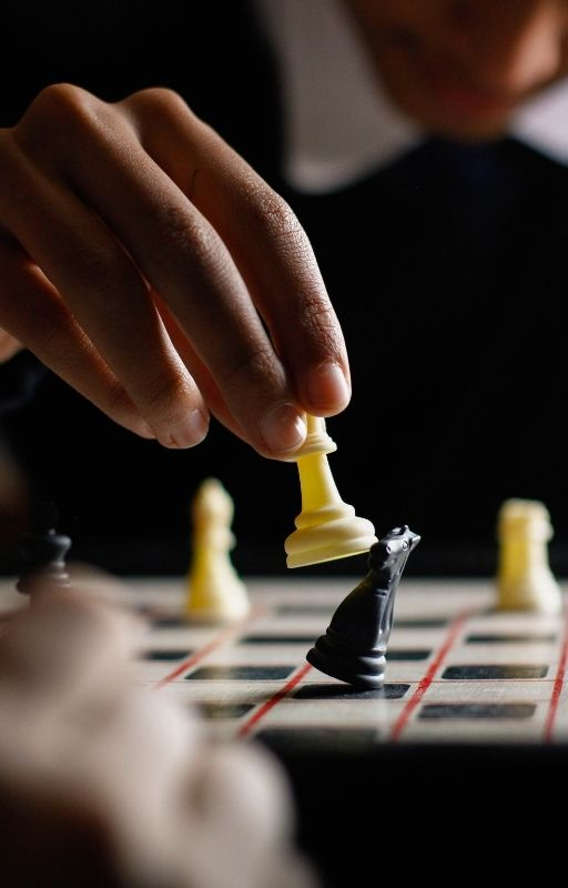 Yellow pawn defeating a black knight