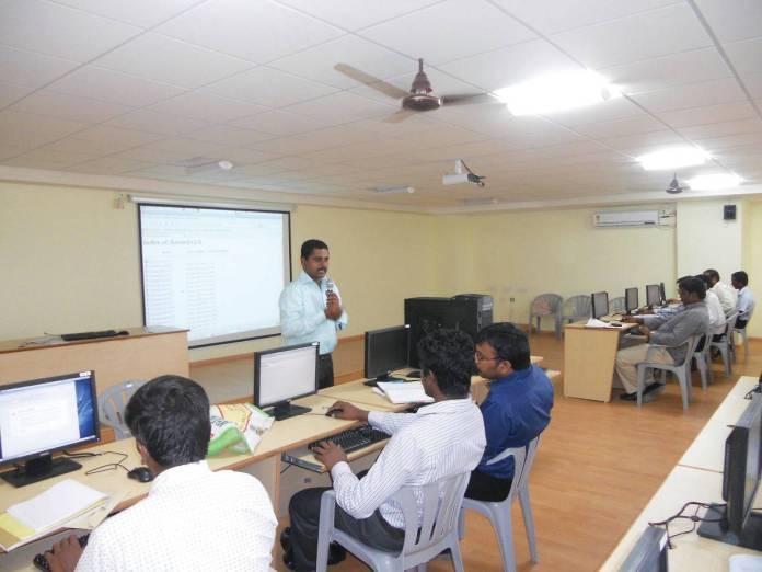 Baskar conducting a workshop at S M K Fomra Institute of Technology, Chennai