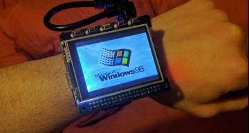 Raspberry Pi smartwatch brings Windows 98 to open source world