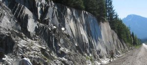Figure 5.4 Exfoliation of slate at a road cut in the Columbia Mountains west of Golden, B.C. [SE photo]