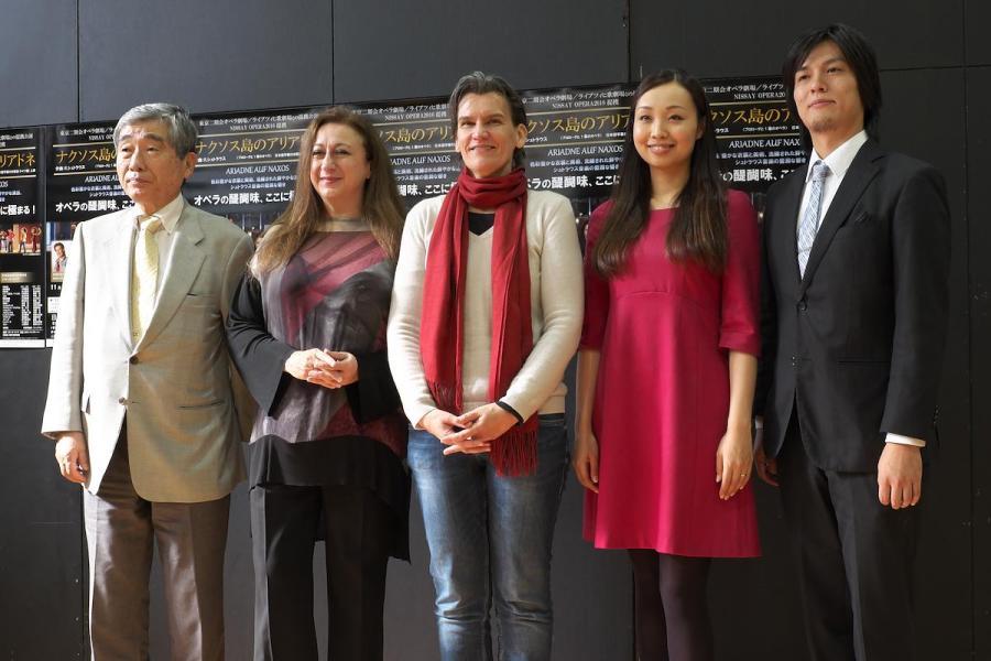 女性二人の創造的なチームワーク。指揮のシモーネ・ヤング、演出のカロリーネ・グルーバーらが記者会見———東京二期会『ナクソス島のアリアドネ』