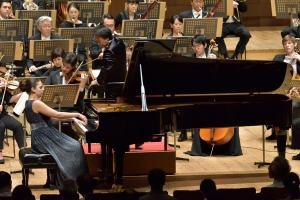 オルガ・シェプス(ピアノ)、上岡敏之(指揮)(C)堀田力丸