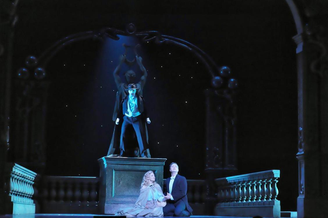 オペラファンにもおススメのミュージカル、「オペラ座の怪人」ケン・ヒル版は、お馴染みのメロディーが満載!