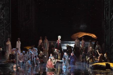 耽美的世界観の『トゥーランドット』グランドオペラ共同制作・大島早紀子演出—求められる真の舞台芸術