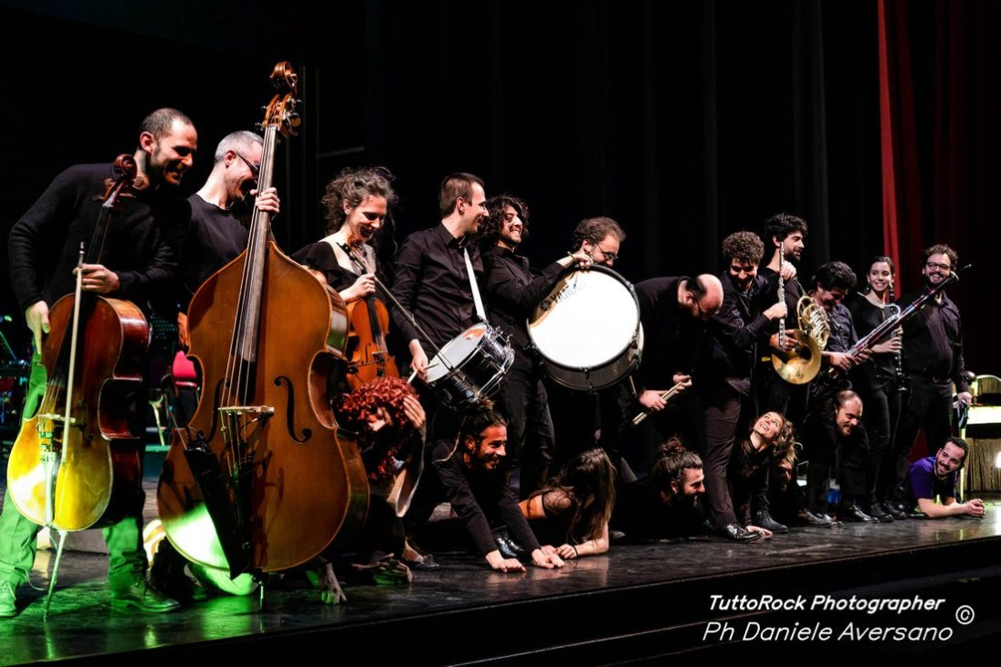 operaMasNada_magdaclan circo_ orchestra senzaspine_ contemporary _ circus_ italy_classical music - credits Daniele Aversano tuttorock