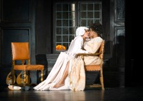 Regi: Thaddeus Strassberger, Dirigent: Rinaldo Alessandrini, Nicole Heaston som Grevinne Almaviva, Ingeborg Gillebo som Cherubino