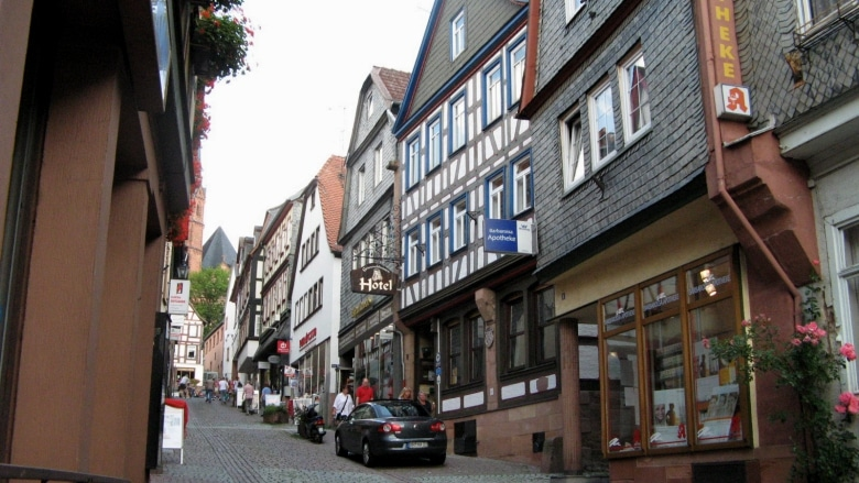 Grimmelshausen's birthplace – Operas and cycling and whatnot