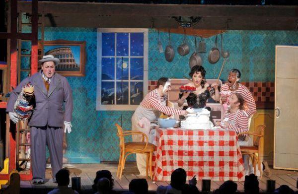 R. Leoncavallo: Komedianti, Metropolitná opera New York, foto: Cory Weave