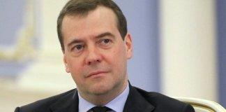 Медведев пригрозил ограничить полеты западных авиакомпаний над Россией