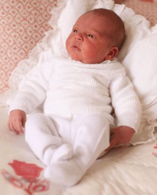 В Сети появились первые фото принца Луи и принцессы Шарлотты