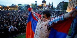 Протестующие в Армении перешли к «насилию над людьми»