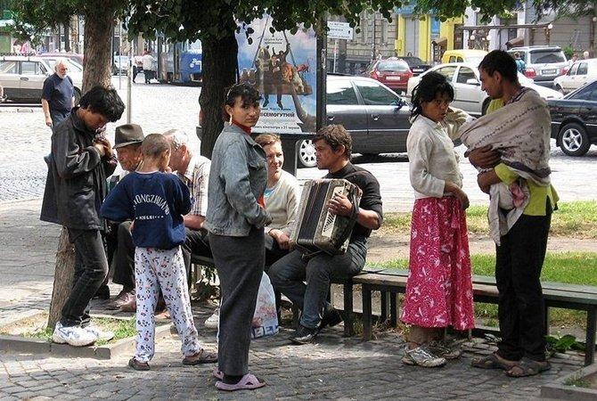 В Киеве толпа неизвестных избила школьника, его мать обвинила ромов