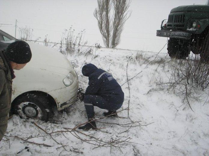 Спасатели в Запорожской области вытягивают автомобили из снежного плена (фото) - http://ria-m.tv/melitopol.xml 1